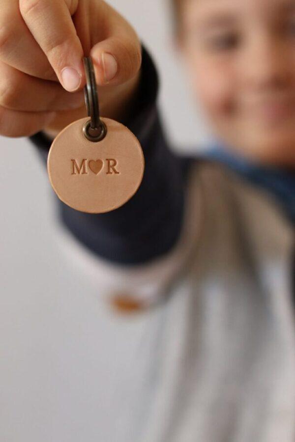 NØglering til mor og far, lædernøglering, læder nøglering, lædernøglering mor, lædernøglering far, mors dag, Fars dag, gave til mor, gave til far