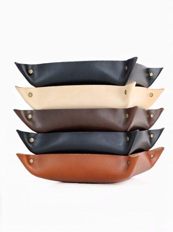 stor læderbakke, læderbakke, læderbakke med tryk, læderbakke med navn, smykkebakke, bakke til nøgler, bakke i læder,