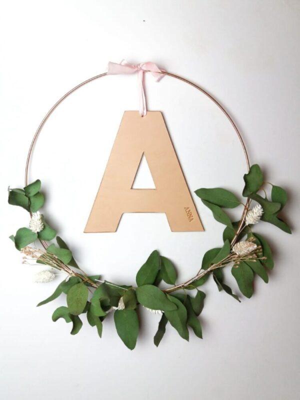 personlig vægpynt med navn, vægpynt, barnedåb, bryllup, statement decor, weddingdecor, børneværelset, barnrum