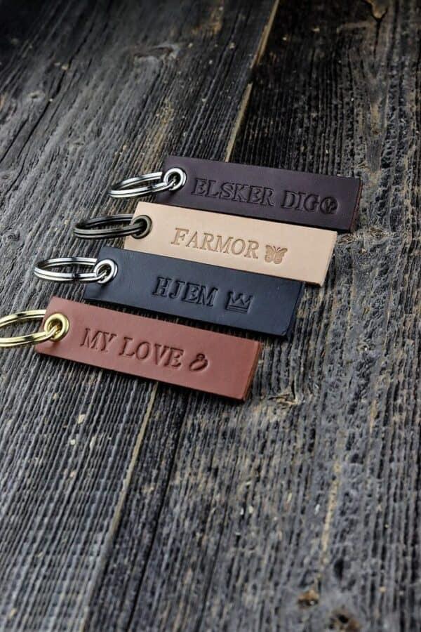 nøglering med tekst, personlig nøglering, læder nøglering, lædernøglering, læder nøglering med navn